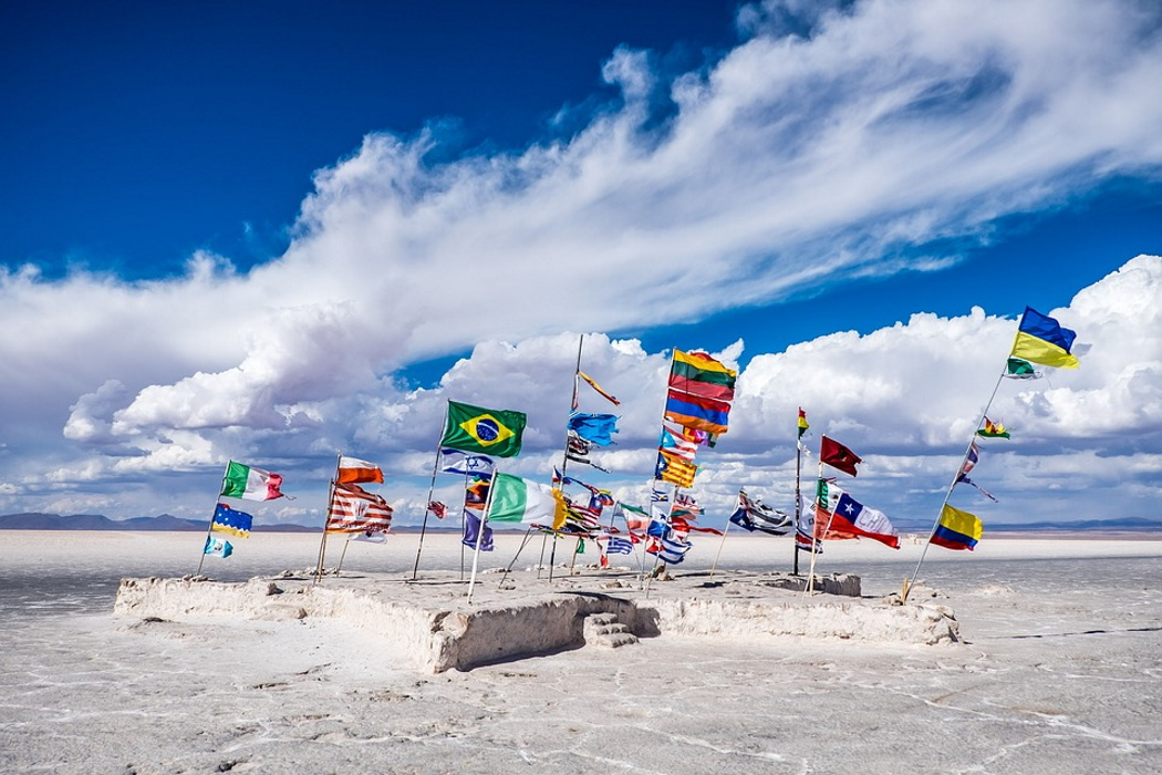 https://pixabay.com/photos/bolivia-flags-salt-lake-lake-wind-2494518/