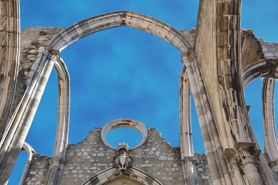 https://pixabay.com/nl/photos/church-ruin-portugal-lisbon-4552544/